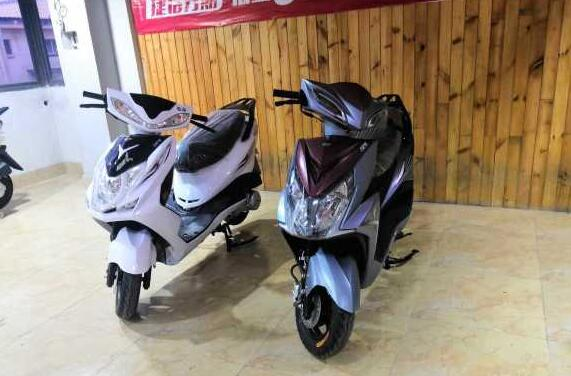 实体店国四踏板摩托车出售