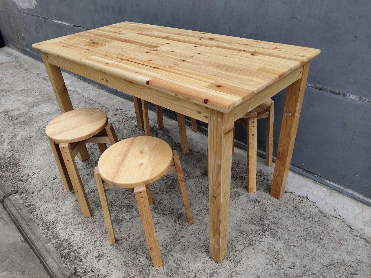 全新特价高档实木餐桌,一桌四凳,现货批发