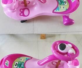 幼儿的闲置玩具车